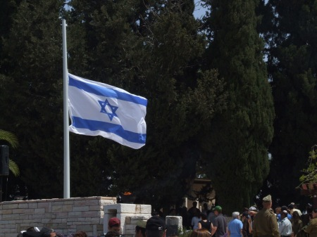 Israeli_flag_at_half_staff (1)