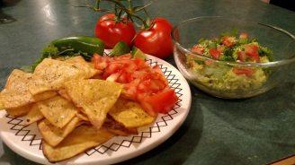 guacamole-homemade-nachos-331675